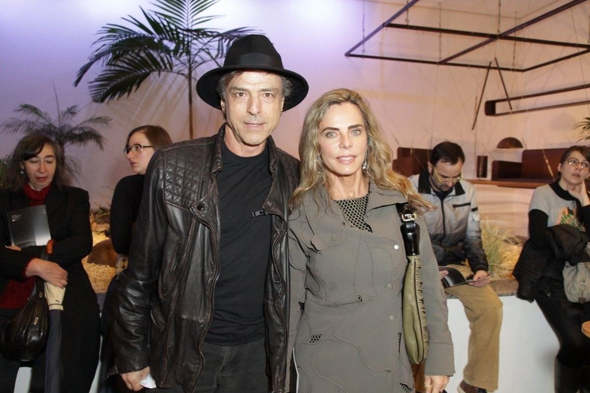 24.jul.2014 - Carlos Alberto Riccelli e Bruna Lombardi prestigiaram a estreia da peça