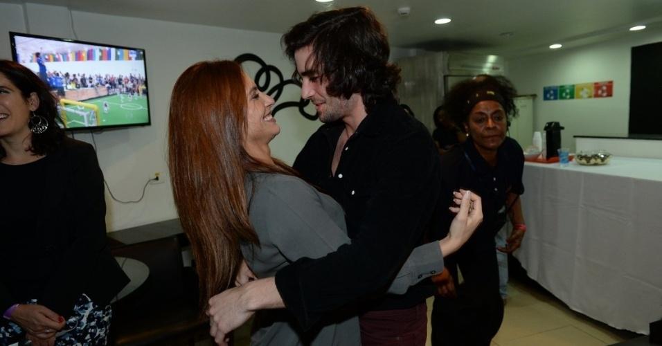 """24.jul.2014 - Bandas do reality da Globo """"Superstar"""" se apresentam no HSBC Brasil, na zona sul de São Paulo"""