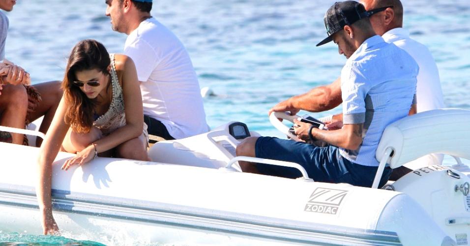 26.jul.2014 - Bruna e Neymar ainda devem ficar alguns dias sozinhos em Ibiza antes de desembarcarem em Barcelona, onde mora o jogador
