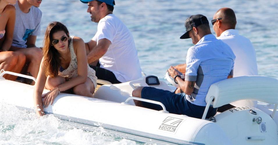 Bruna Marquezine e Neymar estão de férias  e aproveitam o verão em Ibiza, na Espanha