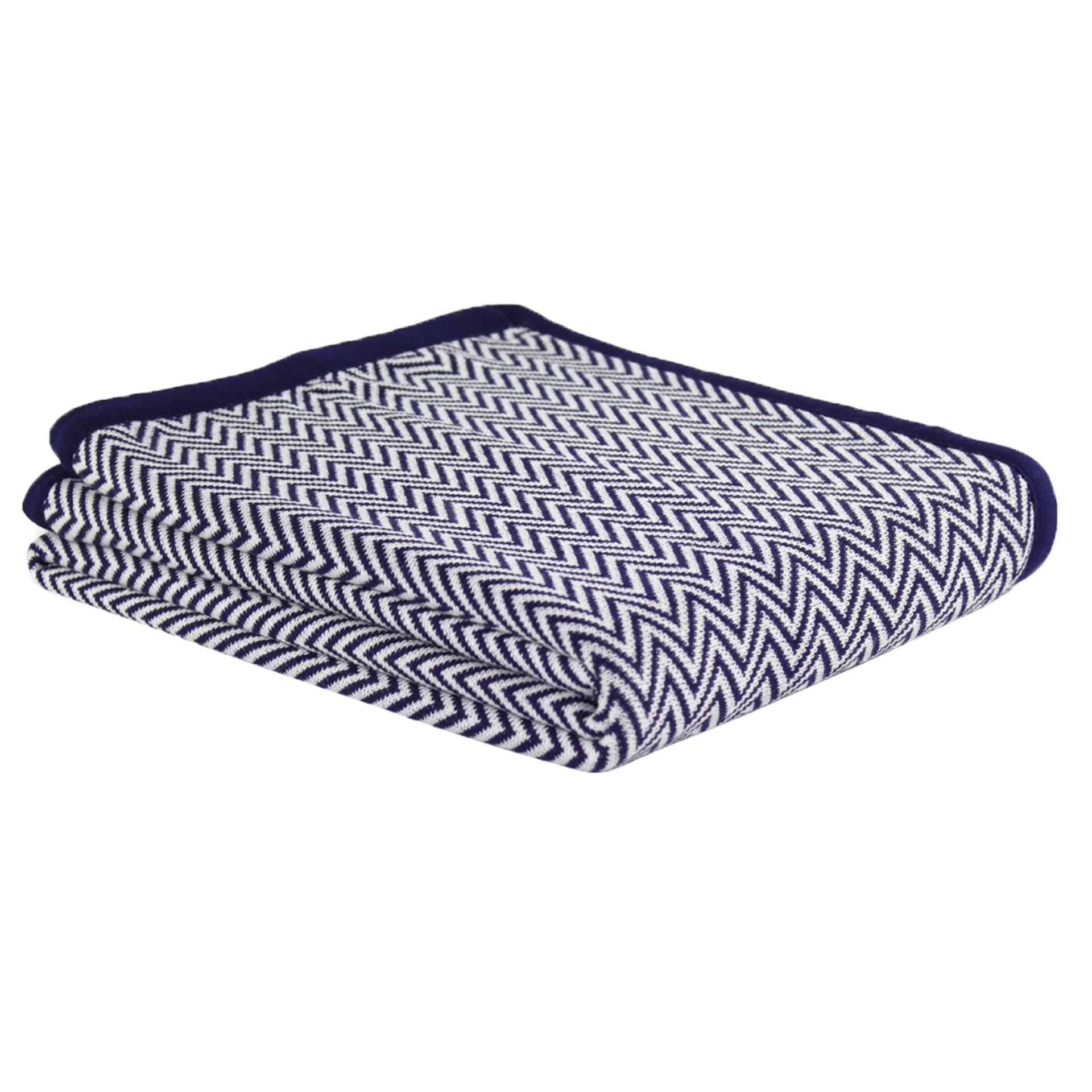 A manta Brigite é confeccionada em acrílico e mede 160 cm por 120 cm. O produto está à venda na Lolahome (www.lolahome.com.br)  I Outras informações podem ser obtidas com o fornecedor