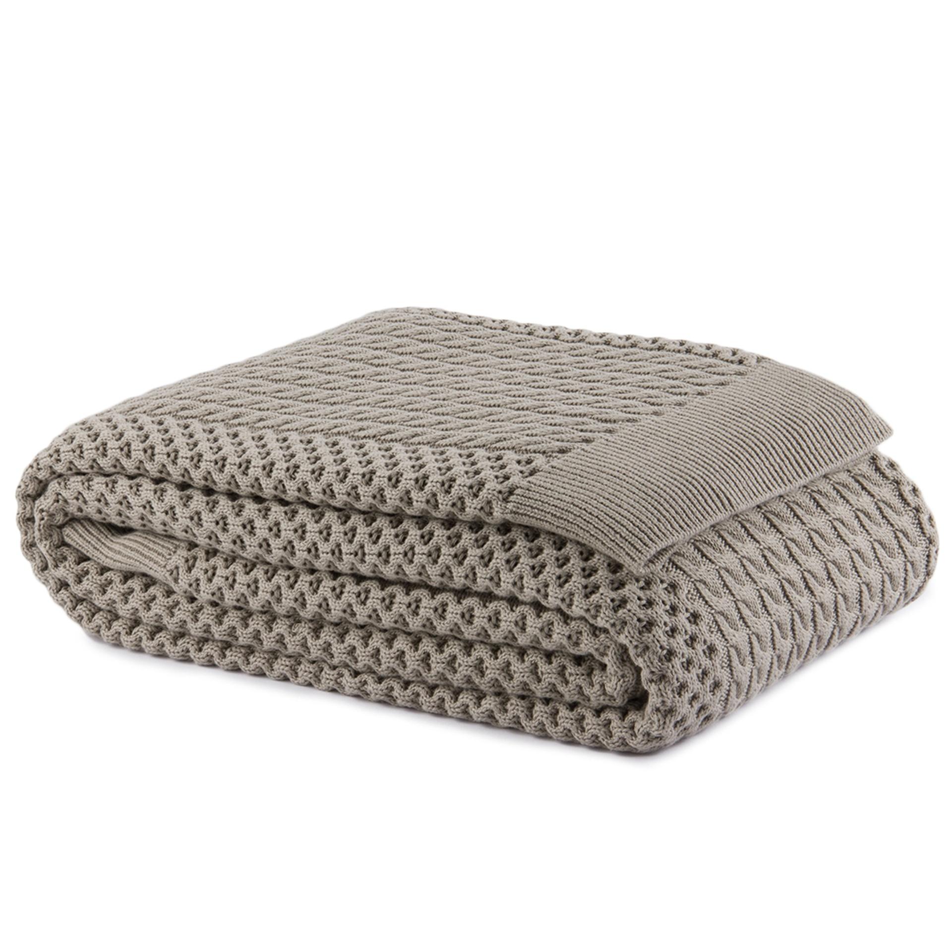 A manta Miraflores (150 cm por 220 cm) é fabricada em algodão e pode ser comprada na Trousseau - unidade Alameda Gabriel Monteiro da Silva (11 3068-9946) I Outras informações podem ser obtidas com o fornecedor