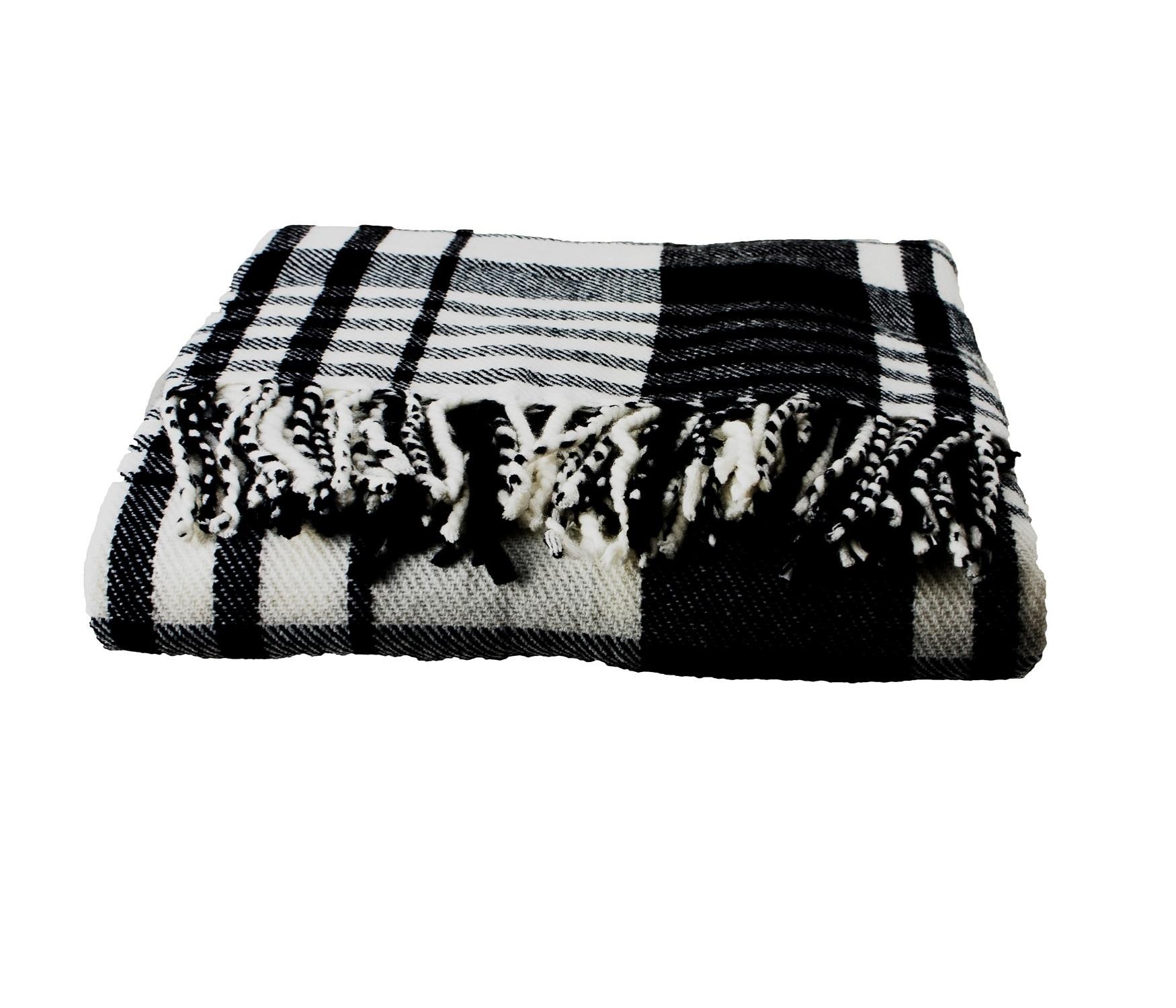 A manta Perfetti é confeccionada em poliéster e mede 130 cm por 170 cm. O produto é vendido na Etna (www.etna.com.br)  I Outras informações podem ser obtidas com o fornecedor