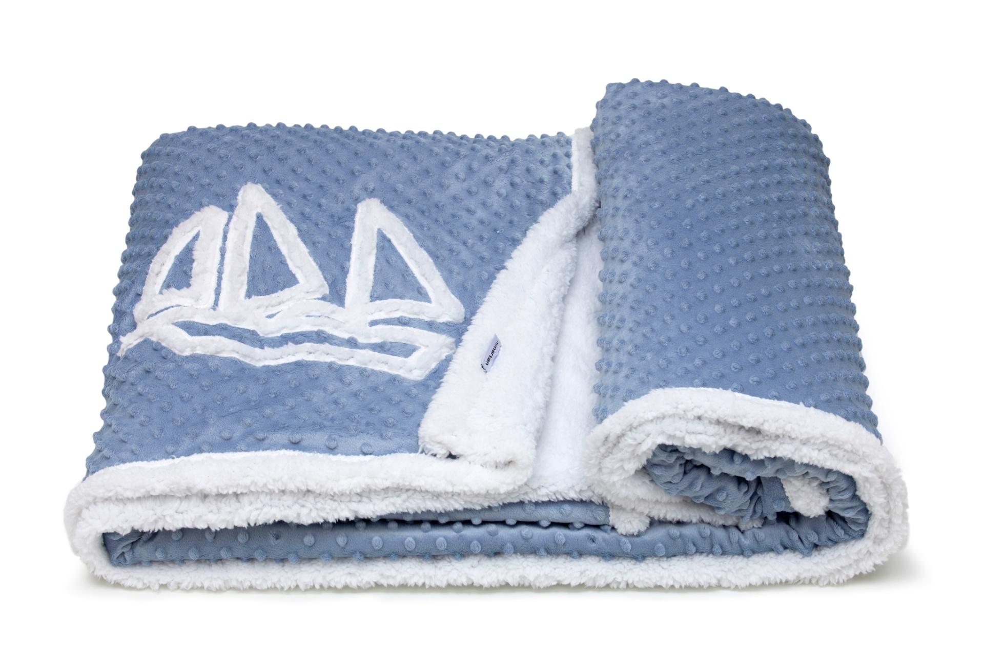 Feito em microfibra de poliéster, o cobertor Snow Flakes tem uma face em lã de carneiro sintética. O produto no tamanho casal (160 cm por 220 cm) é vendido na MMartan (21 2567-1813), do Shopping Tijuca, no Rio de Janeiro  I Outras informações podem ser obtidas com o fornecedor