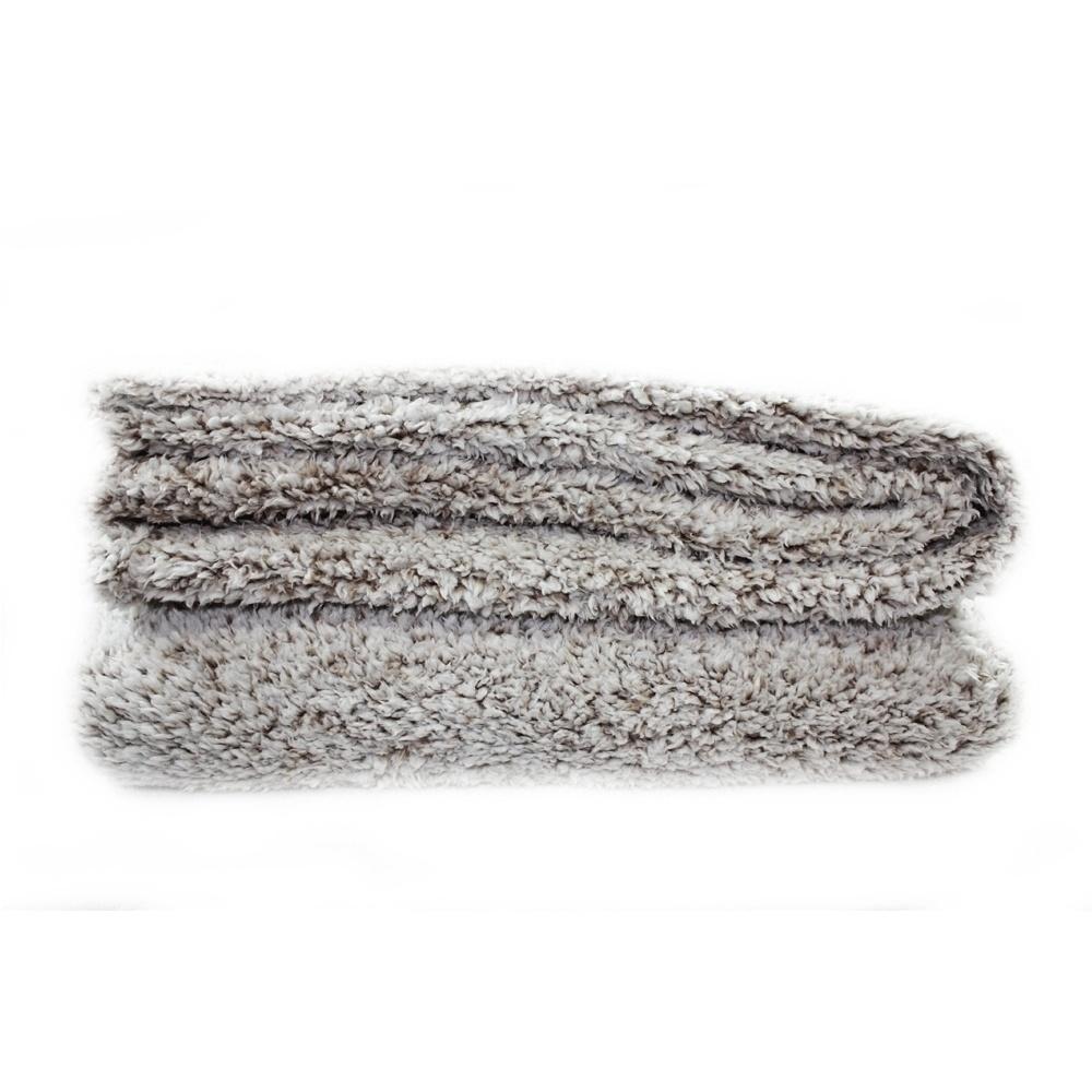 O cobertor Sheep Khaki é fabricado em poliéster e pode ser comprado na Camicado (www.camicado.com.br)  I Outras informações podem ser obtidas com o fornecedor