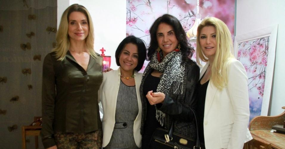 31.jul.2014 - Letícia Spiller prestigia a inauguração da clínica de estética da empresária Sanndra Gomes, ao lado das atrizes Claudia Alencar e Antonia Fontenelle, na Barra da Tijuca, na zona oeste do Rio de Janeiro