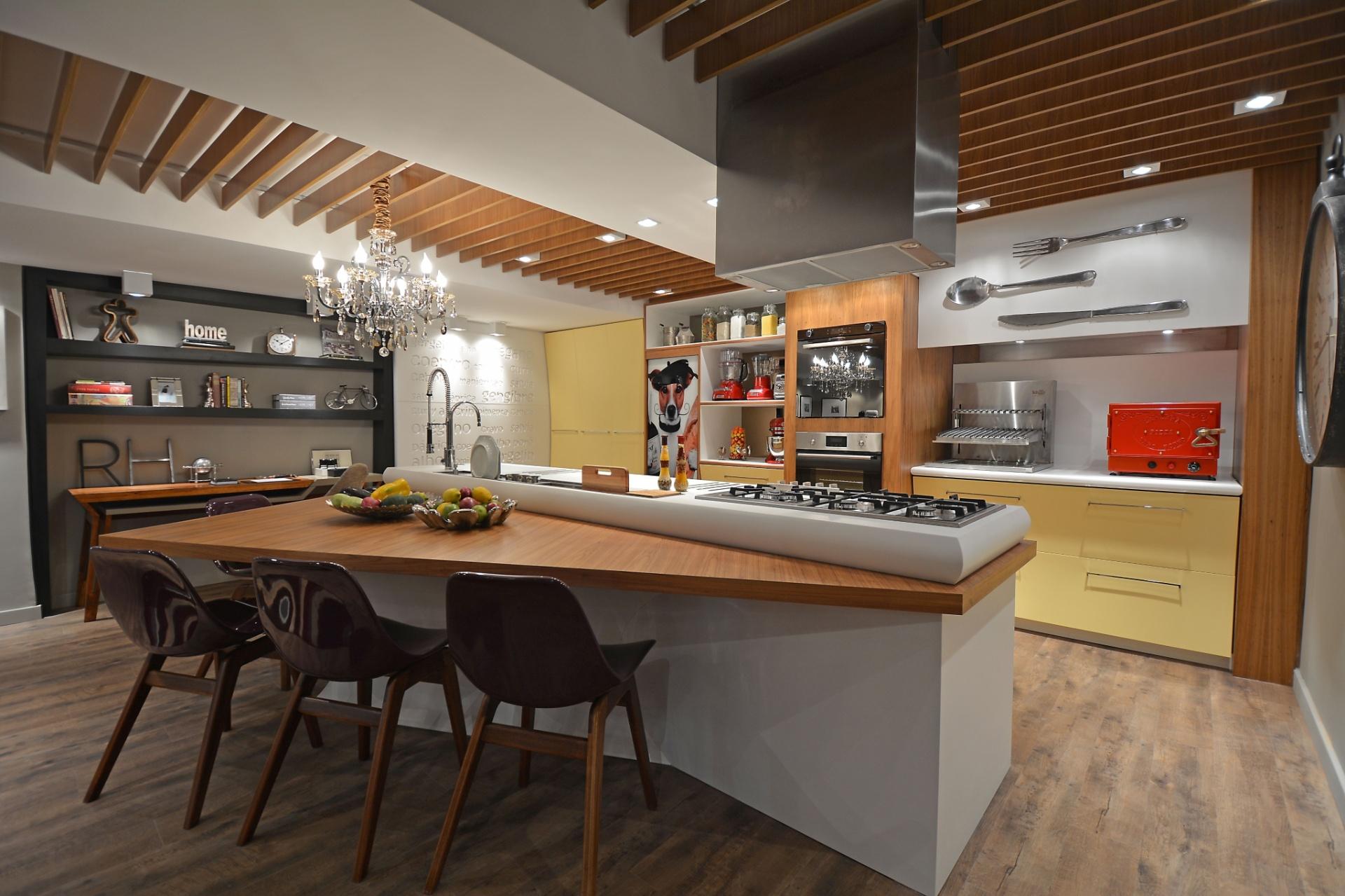 Firmino e Renato Cesar Ferrari integra área gourmet (foto) estar e #B8250B 1920x1279