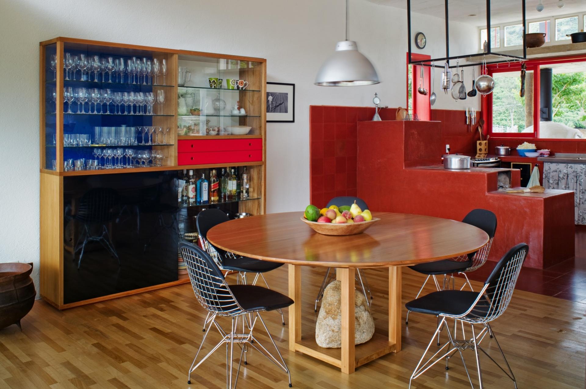 de cozinha pendurados cristaleira e fogão a lenha. A casa Dom #B71426 1920 1274