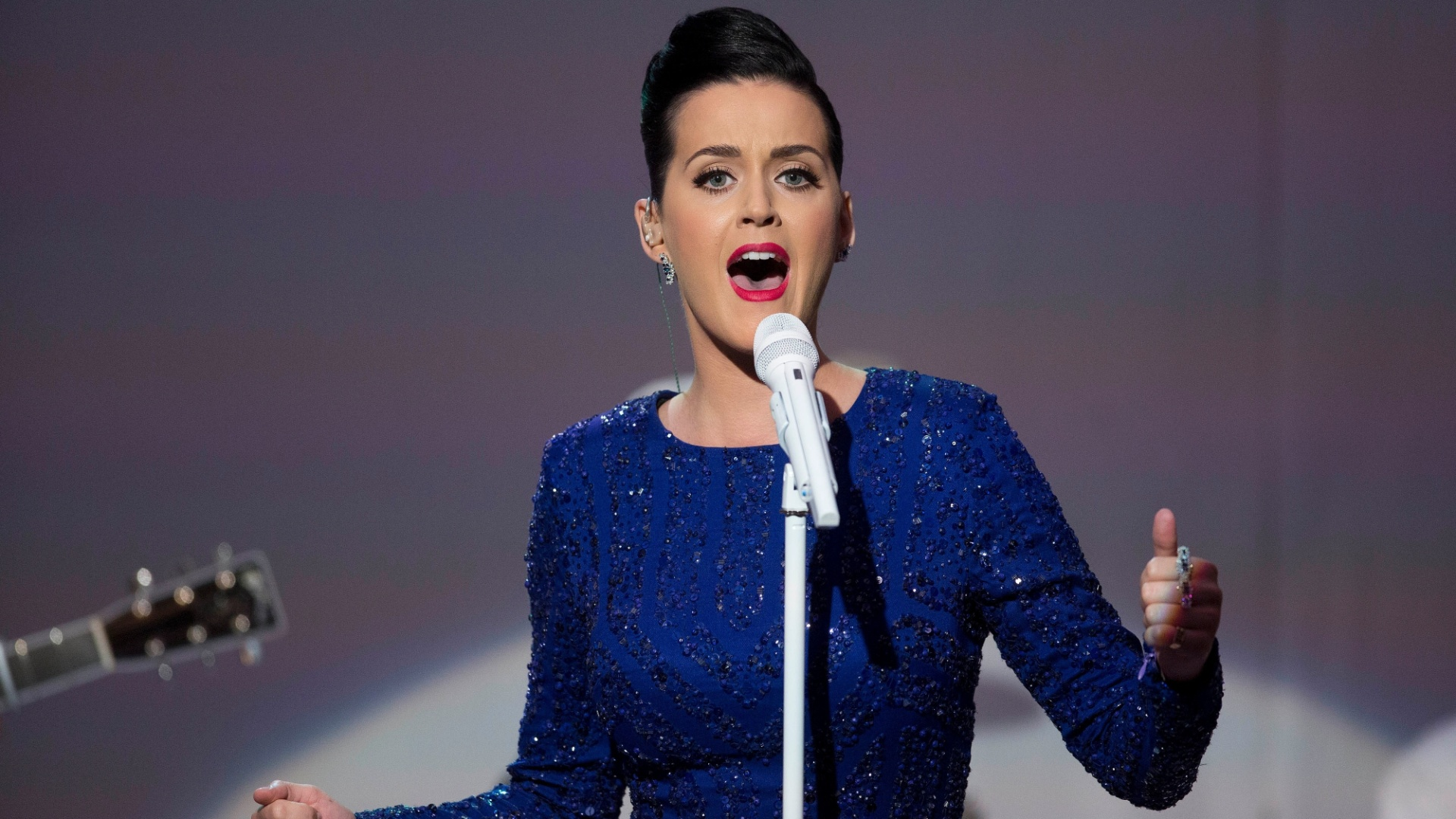 31.jul.2014 - Katy Perry se apresenta em baile de gala da Fundação Special Olympics na Casa Branca, em Washington