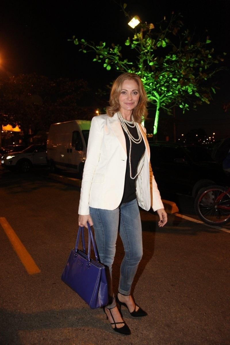 4.ago.2014 - A atriz Alexandra Richter se reuniu com o elenco de