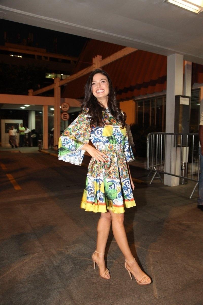 4.ago.2014 - A atriz Isis Valverde se reuniu com o elenco de