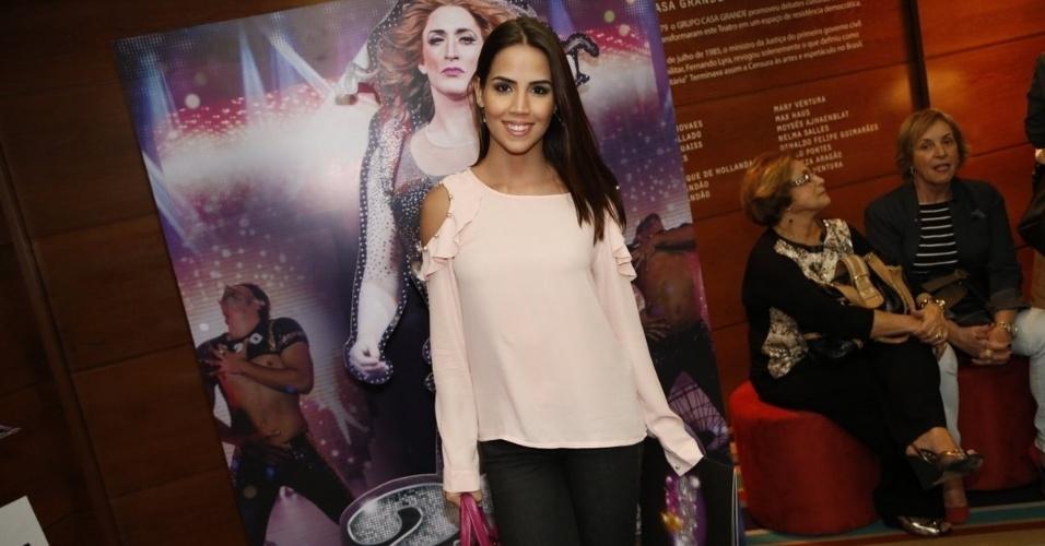 4.ago.2014 - Pérola Faria vai à sessão para convidados do espetáculo