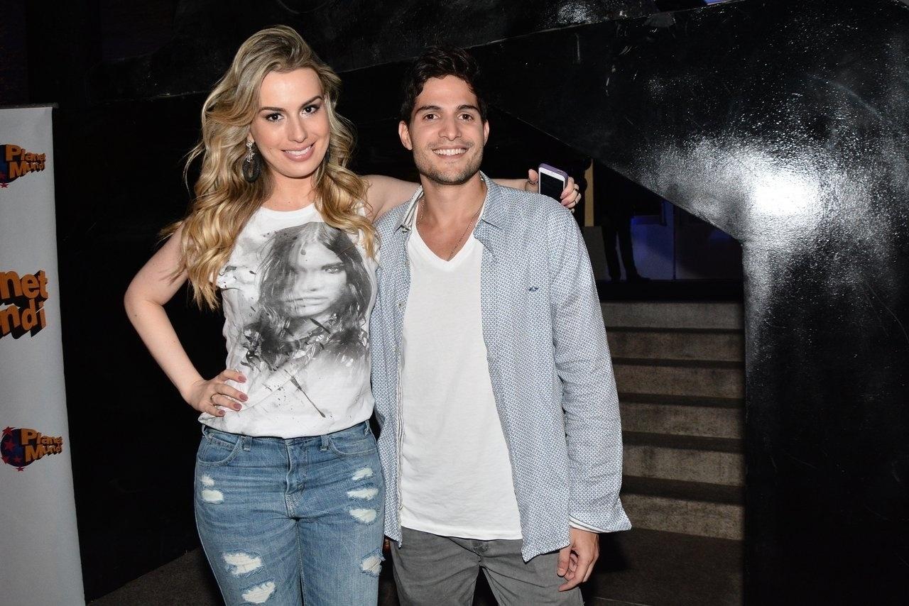 4.ago.2014 - Ex-BBBs, Fernanda Keulla e André também participaram da festa de Vittorio