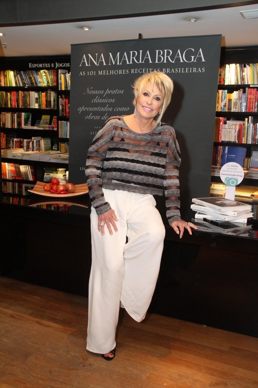 5.ago.2014 - Ana Maria Braga fez sessão de autógrafos do livro