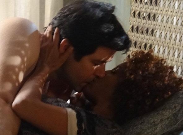 5.ago.2014 - Jonas e Verônica têm noite de amor