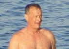 Aos 58 anos, Tom Hanks pratica stand up paddle na Grécia - AKM-GSI