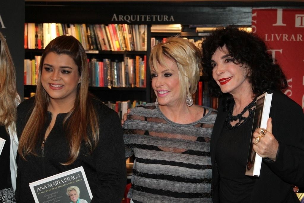 5.ago.2014 - Preta Gil e Lady Francisco prestigiaram a noite de autógrafos do livro