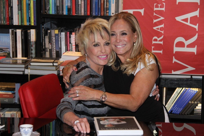 5.ago.2014 - Susana Vieira prestigiou a noite de autógrafos do livro