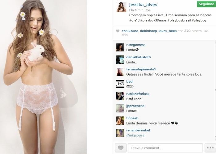 """06.ago.2014- Jessika Alves publica foto com coelhinho em ensaio para a """"Playboy"""": """"Contagem regressiva.. Uma semana para as bancas"""", escreveu a atriz, capa da edição de aniversário da revista"""