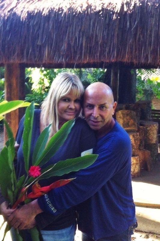 7.ago.2014 - Monique Evans recebeu a visita do amigo Zé Reinaldo