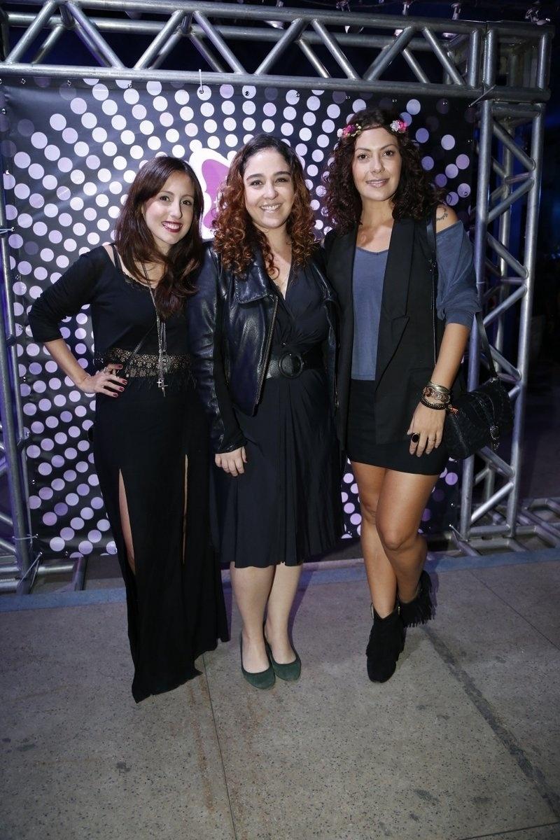 7.ago.2014 - As atrizes Luana Martau, Débora Lamm e Débora Nascimento marcam presença no aniversário de 40 anos da cantora Preta Gil no baile