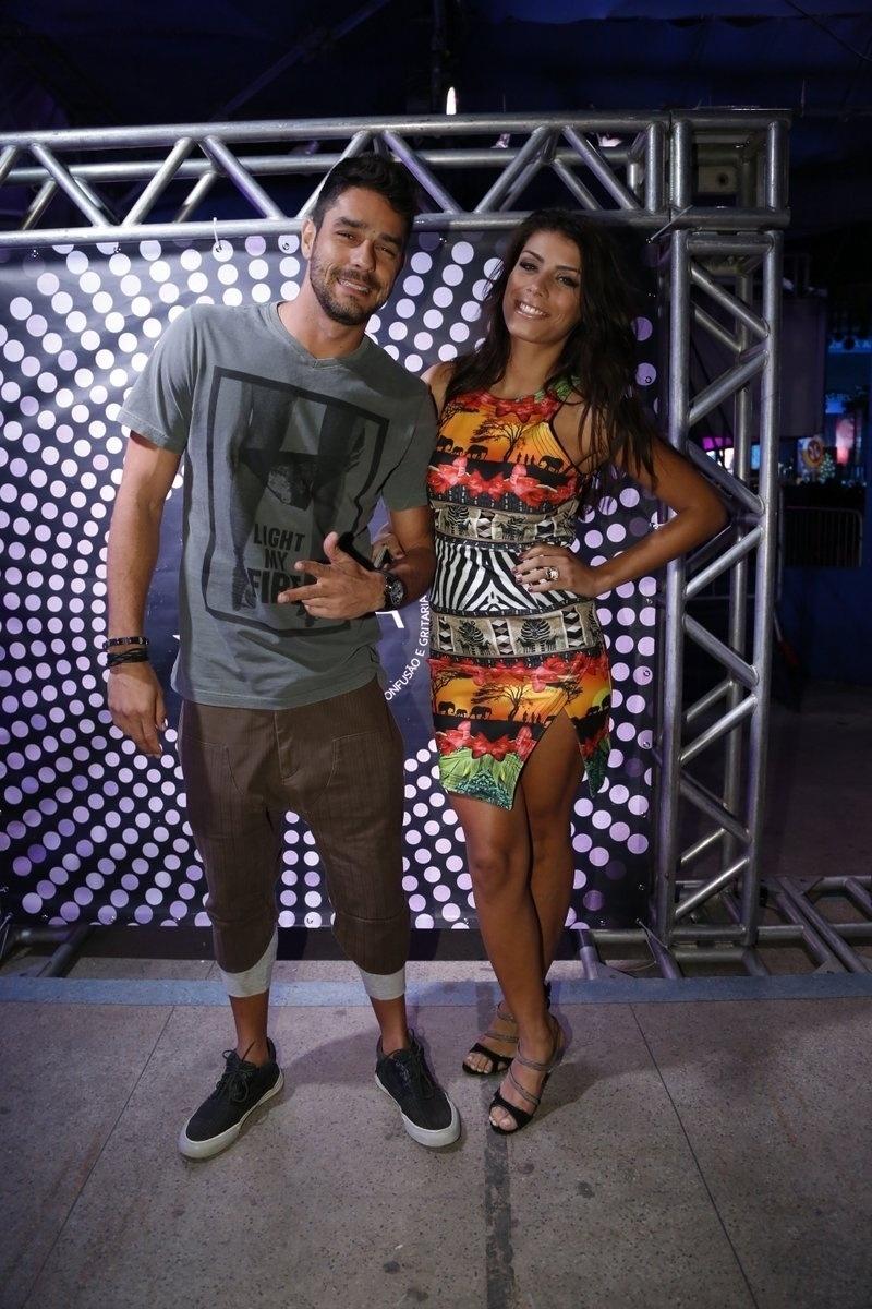 7.ago.2014 - O casal de ex-BBBs Diego e Francielle prestigia o aniversário de 40 anos da cantora Preta Gil no baile
