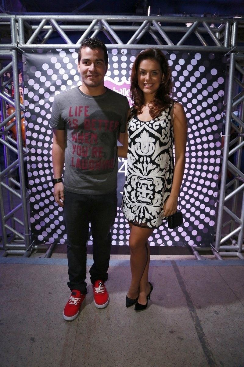 7.ago.2014 - Thiago Martins e Paloma Bernardi se divertem no aniversário de 40 anos da cantora Preta Gil no baile