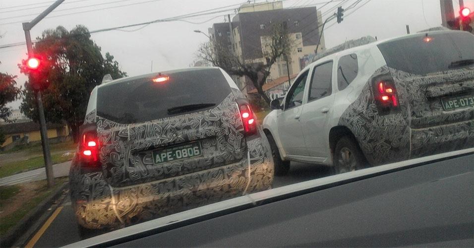 Dois Renault Duster reestilizados circulam por Curitiba (PR) mostrando novo desenho das luzes traseiras
