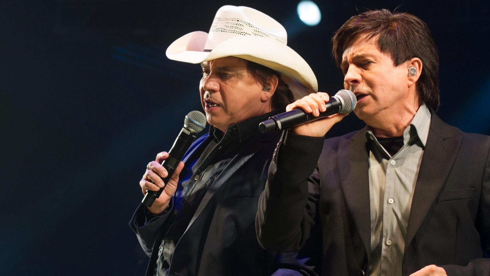 8.ago.2014 - Chitãozinho e Xororó apresentam o show do disco