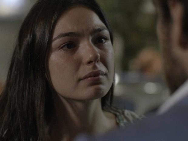 Rafael (Marco Pigossi) se declara para Sandra (Isis Valverde) e leva fora