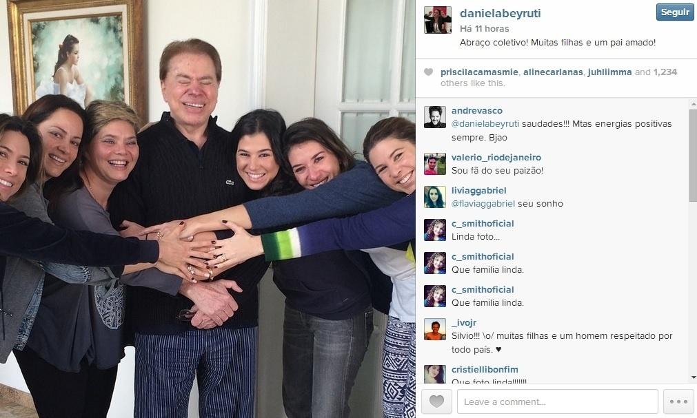 10.ago.2014 - Silvio Santos com as filhas no Dia dos Pais