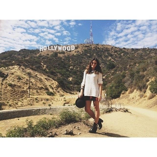 12.ago.2014- Bruna Marquezine tem usado as redes sociais para mostrar aos fãs que sua viagem para Los Angeles não é só a trabalho para gravar o filme ?Breaking Through?. Nas horas vagas, a atriz aproveita para conhecer os pontos turísticos da cidade americana