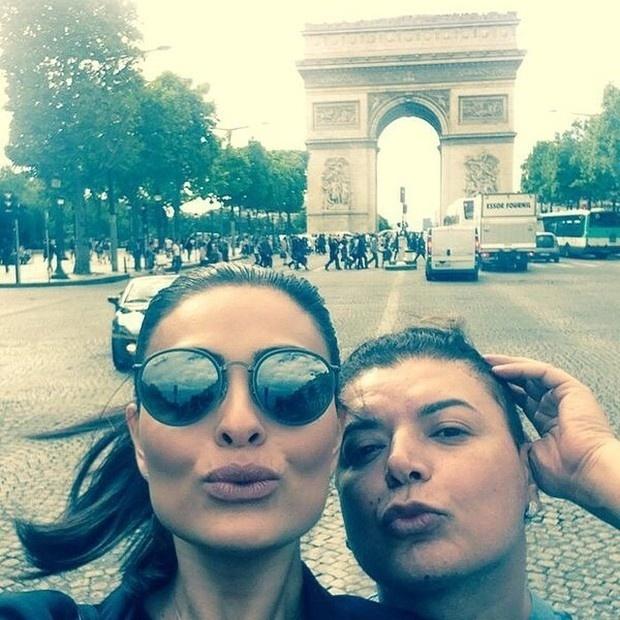 Juliana Paes está em Paris, na França