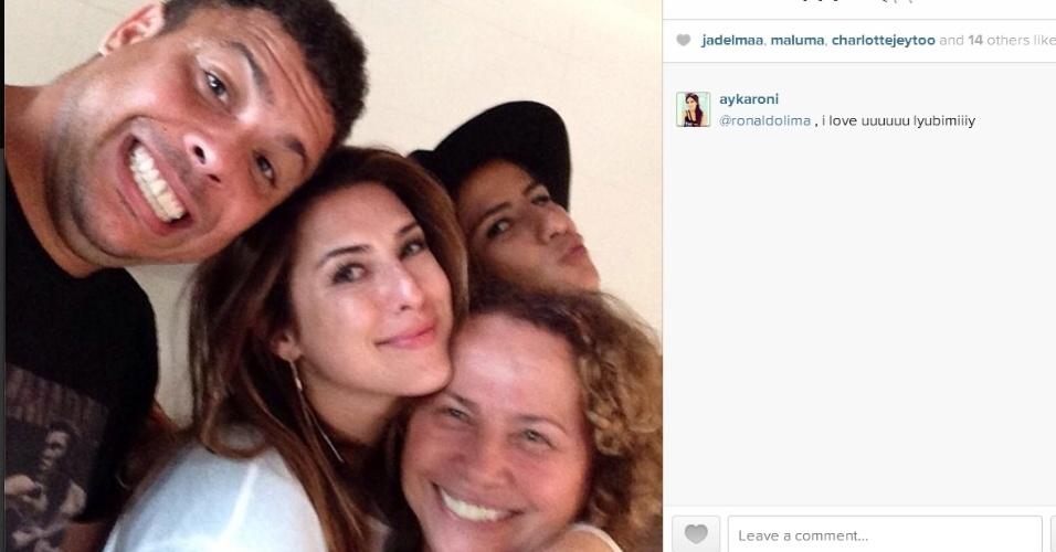 14.ago.2014- Ronaldo curte férias em Ibiza com Paula Morais, dona Sônia e Fernanda Paes Leme: