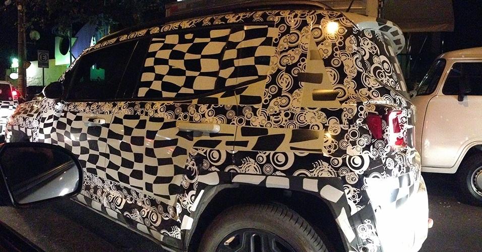 Renegade, SUV compacto da Jeep que será fabricado no Brasil em 2015, foi flagrado pelo leitor Alexandre Gontijo nas proximidades da fábrica da Fiat em Betim (MG)