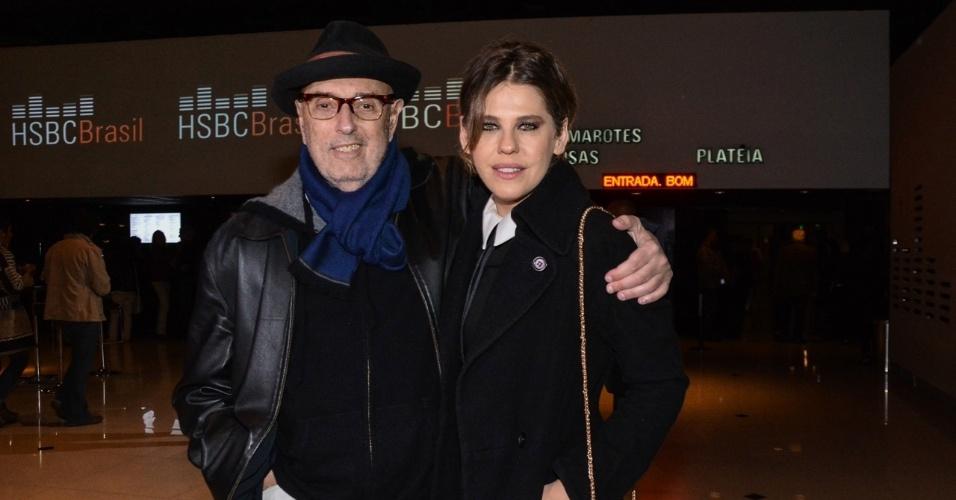 19.ago.2014 - Barbara Paz e Hector Babendo vão juntos ao Festival de Fado no HSBC Brasil, na zona sul de São Paulo, na noite desta terça-feira