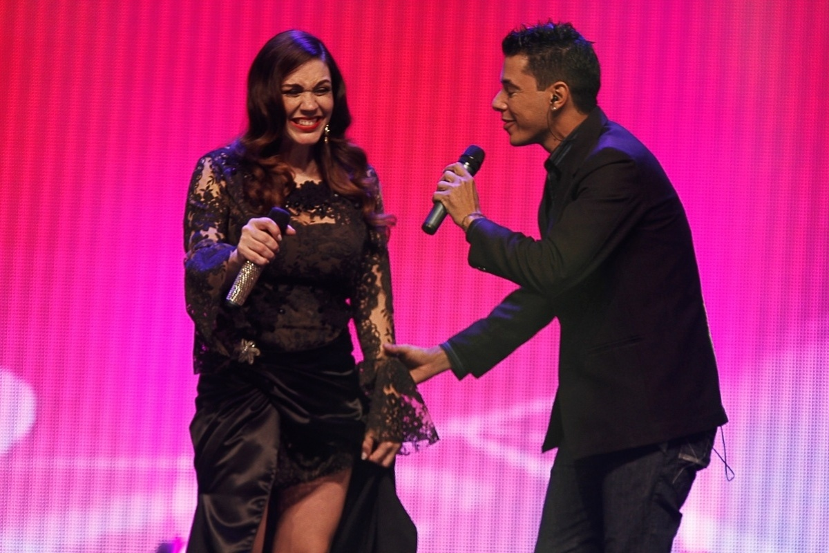 20.ago.2014 - Simony faz dueto com seu irmão Junior em gravação de DVD de 30 anos de carreira