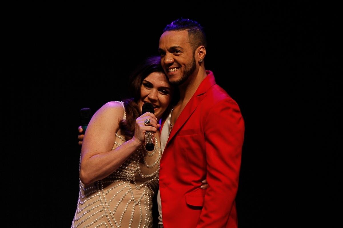20.ago.2014 - Simony cantou com Belo a música do cantor