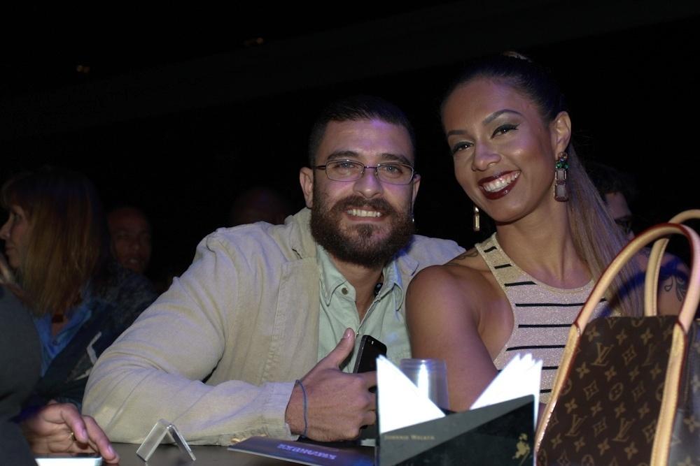 21.ago.2014 - Antes de subir ao palco, Diogo Nogueira assiste ao lançamento do