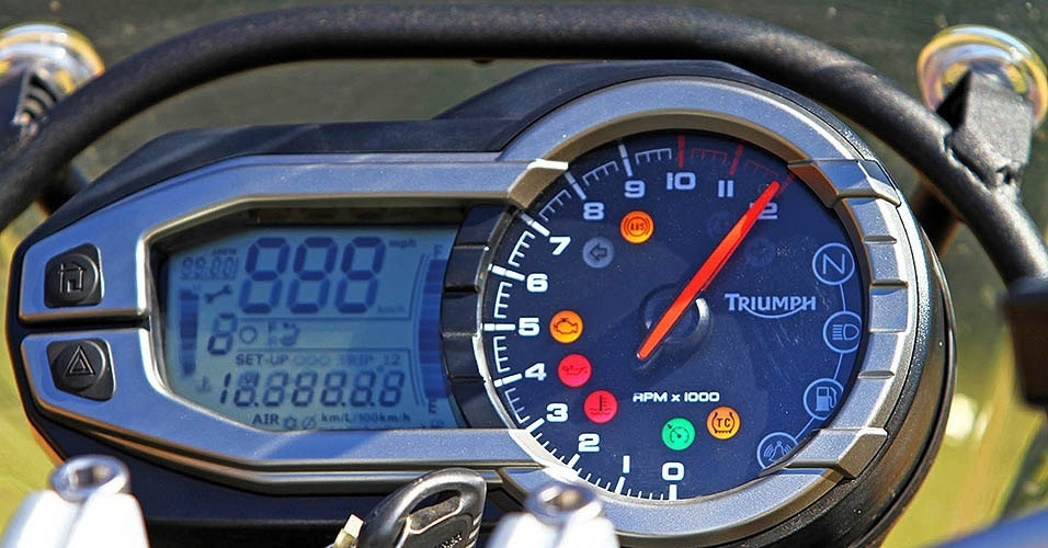 BMW R 1200 GS Adventure vs. Triumph Explorer XC