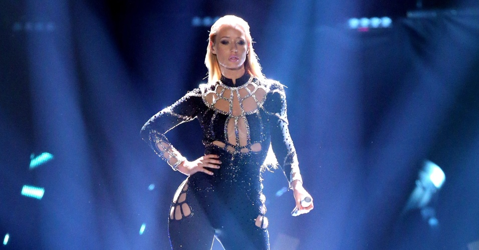 black singles in azalea Iggy azalea's religion-themed 'savior' video could jumpstart the proper comeback she needs looking absolutely gorgeous in outfits emblazoned with holographic crystals, a black lace dress.