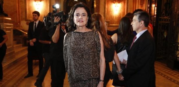 http://imguol.com/c/entretenimento/2014/08/27/26ago2014---a-atriz-marieta-severo-vai-ao-grande-premio-do-cinema-brasileiro-no-theatro-municipal-no-centro-no-rio-1409109565236_615x300.jpg
