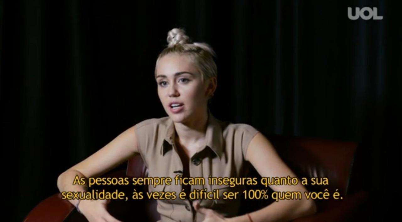 Cena de entrevista com Miley Cyrus