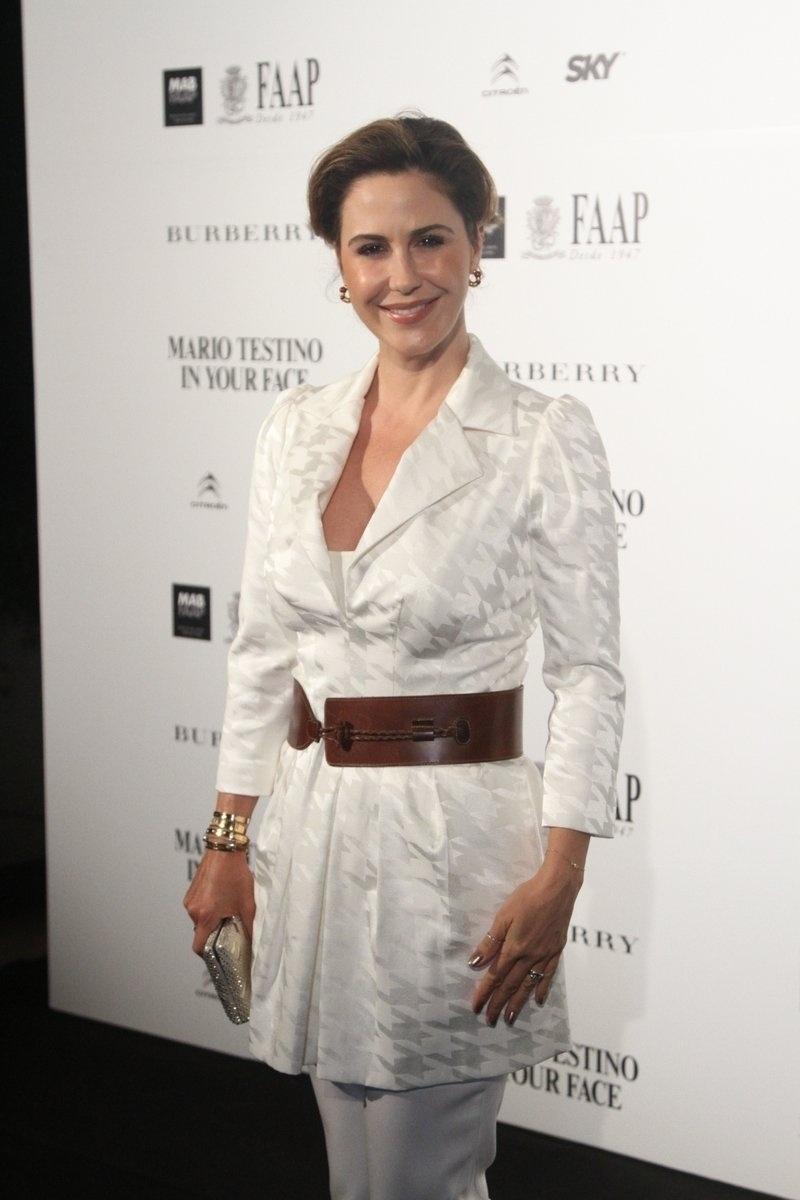 28.ago.2014 - Guilhermina Guinle prestigiou a abertura da exposição
