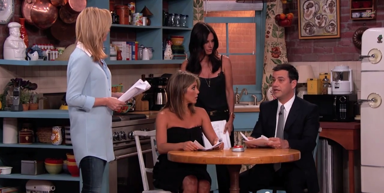 Lisa Kudrow, Jennifer Aniston e Courteney Cox revivem suas personagens de