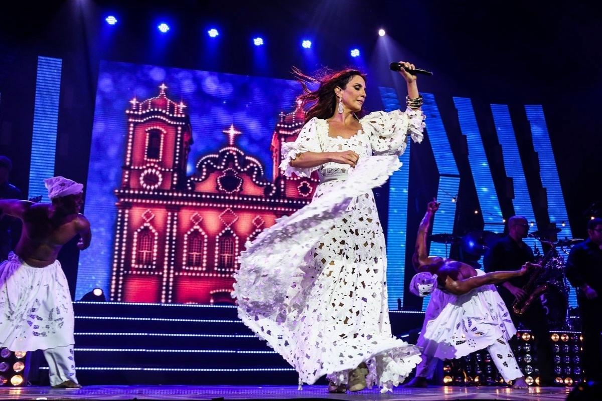 28.ago.2014 - Ivete Sangalo sobe ao palco do Espaço das Américas, na zona oeste de São Paulo, para recordar grandes sucessos de sua carreira nesta quinta-feira