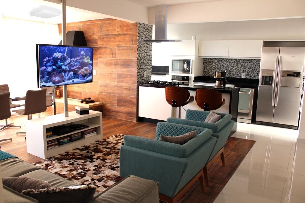 Tv Giratoria Sala E Cozinha ~ com rack, no meio da sala permite o uso da TV em vários ângulos e