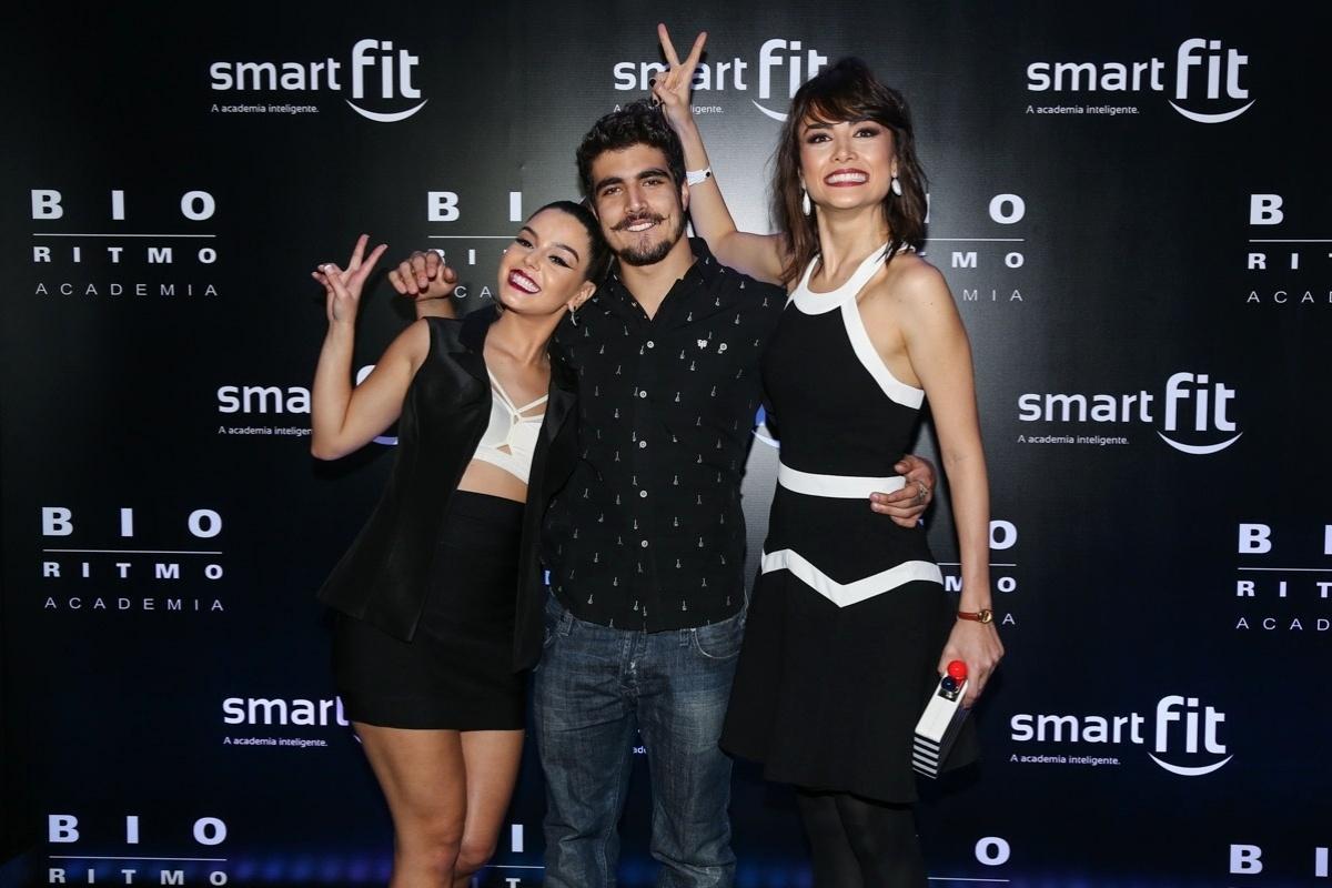 29.ago.2014 - Melhor amiga de Caio Castro, Giovanna Lancellotti se junta ao casal no HSBC Brasil