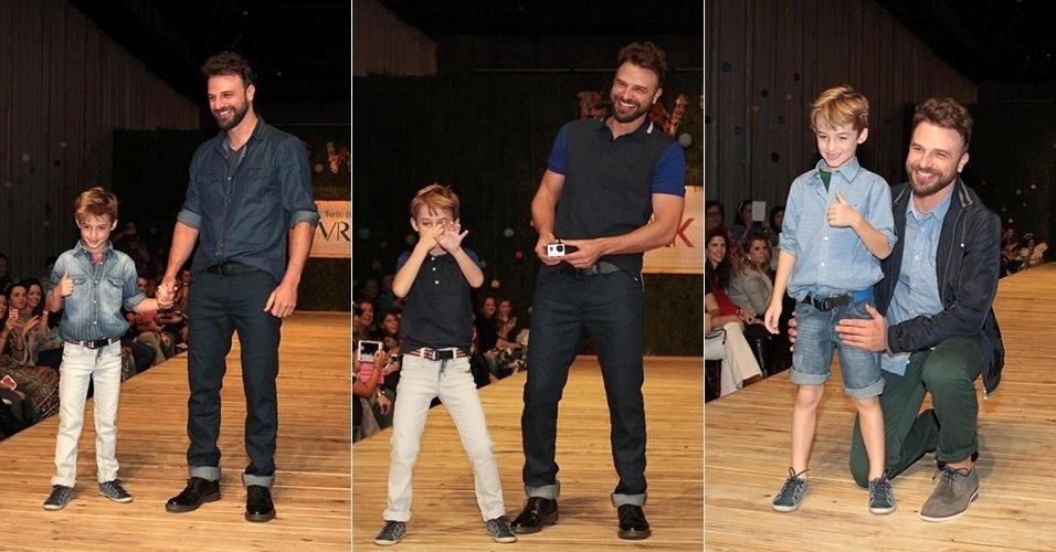 30.ago.2014 - Cássio Reis desfila com o filho, Noah, no Fashion Weekend Kids, em São Paulo. O menino de 6 anos é fruto de seu casamento com Danielle Winits, com quem ficou até 2010