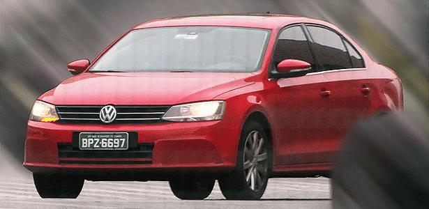 Volkswagen Jetta com alterações visuais é visto em São Bernardo do Campo (SP), sede da marca